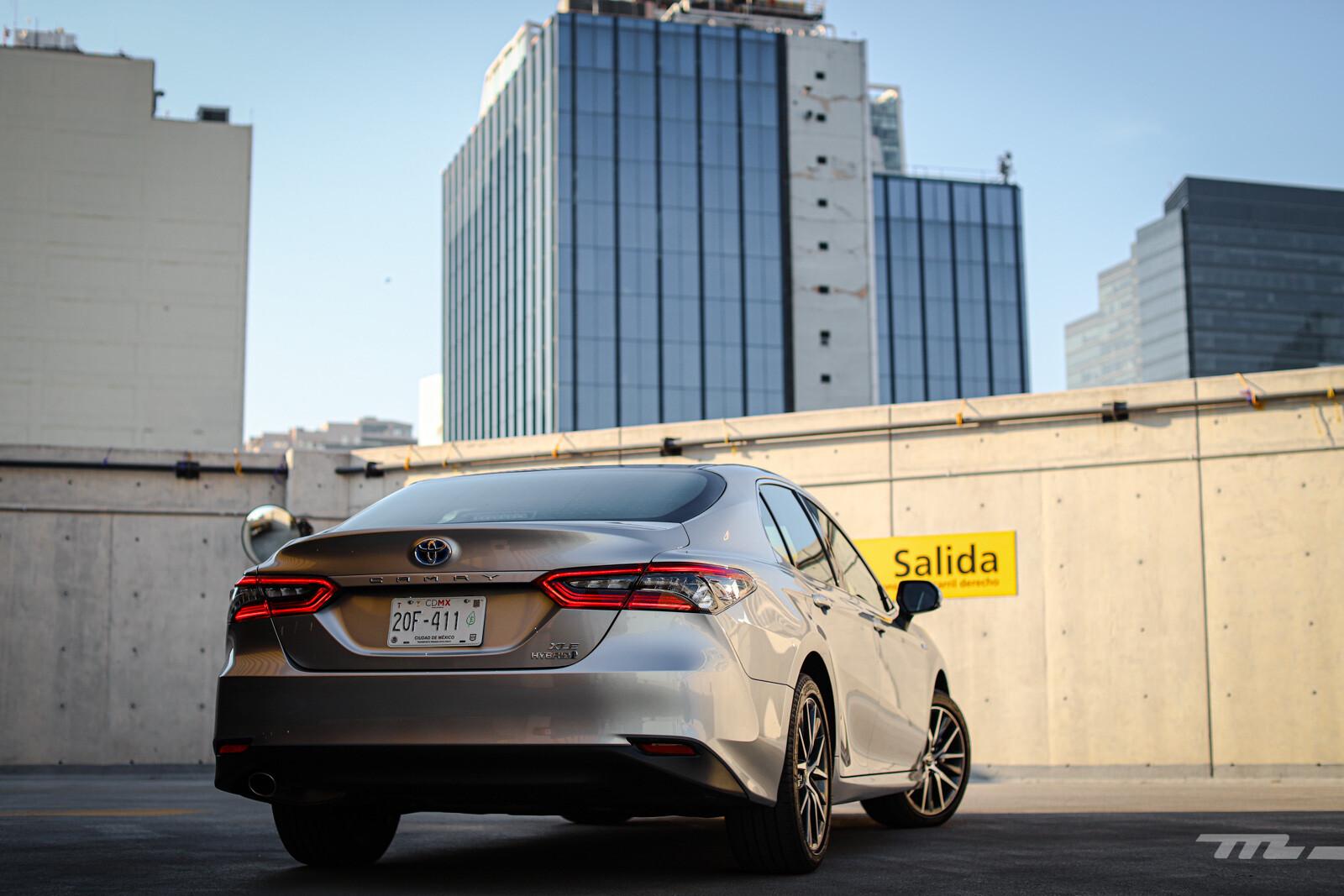 Foto de Toyota Camry Hybrid 2021 (14/38)