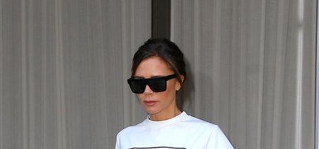 Ha llegado el día en que Victoria Beckham llevó la misma camiseta que Barbie (y que Giovanna Battaglia)