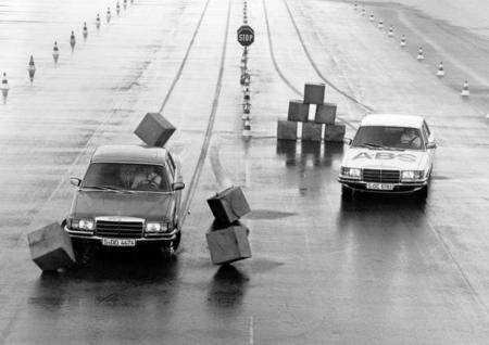 """¿Es cierto el mito de que los coches """"de antes"""" eran más seguros?"""