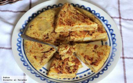 Tortilla de patatas confitadas y cebolla caramelizada: la mejor receta para un picnic