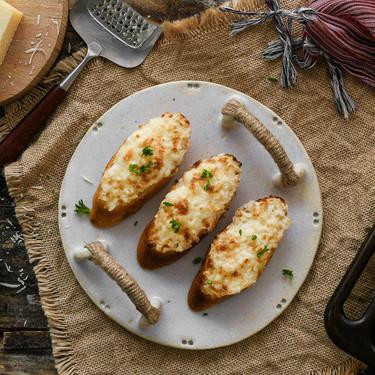 Receta de tosta vegetariana de mayonesa y parmesano: para un picoteo fácil, rápido y delicioso