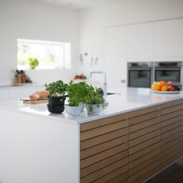 Una placa de inducción, un horno que se limpia solo y una campana de cocina minimalista en oferta hoy en El Corte Inglés