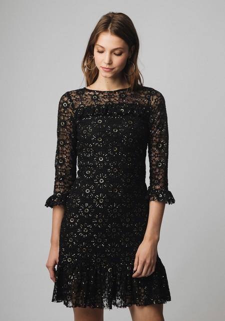 27bfb2e64c67 Otra opción es un vestido de fiesta para estas Navidades. Un little black  dress como este de lentejuelas con detalle de volantes. Su precio era de  105 euros ...
