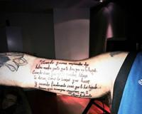 El tatuaje cultureta, reivindicativo y ortográficamente regulero de Kiko Rivera