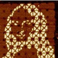 Pintada en un lienzo de ADN, así es la Mona Lisa más pequeña del mundo