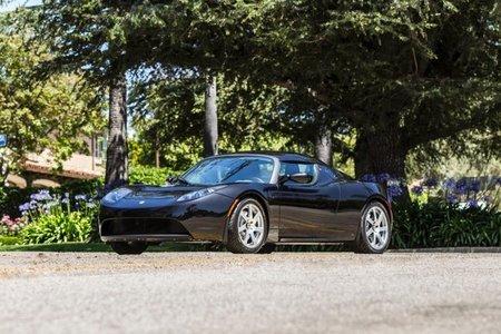 ¿Te interesa el Tesla Roadster de George Clooney?
