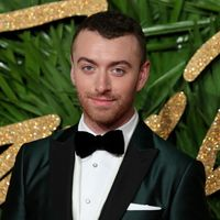 En los British Fashion Awards, los hombres sumaron color a sus looks de alfombra roja