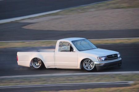Si hay que hacer drifting, se hace... aunque sea con un pick-up