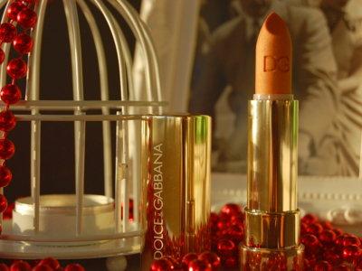 Barra de labios brillante de Dolce & Gabbana: un toque dorado para estas fiestas