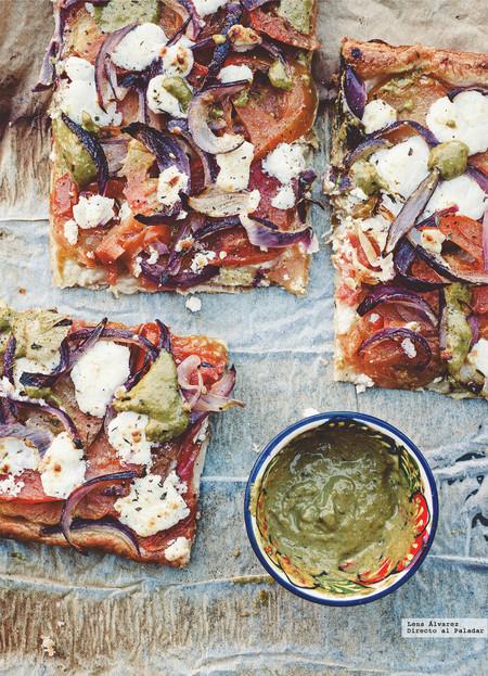Tarta de tomate y queso de cabra, receta para una cena informal de verano (o no)