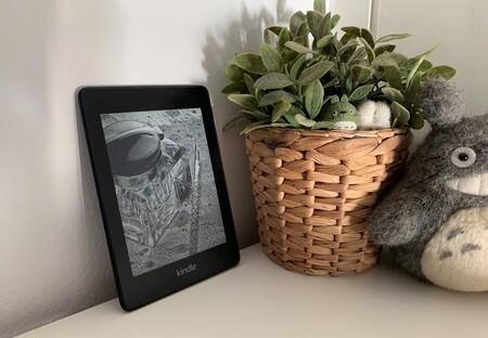Cientos de historias en la palma de la mano con el lector de libros electrónico Kindle, de oferta en Amazon desde 74,99 euros