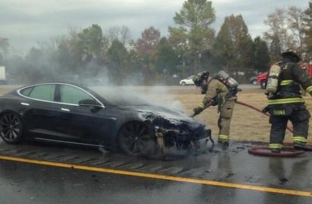 Van ya tres Tesla Model S que se incendian, aunque siempre después de un accidente