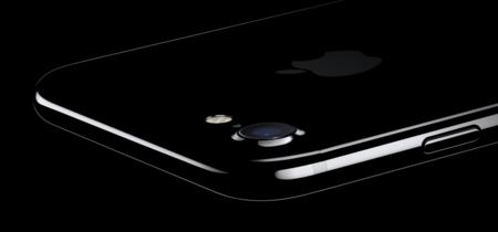 iPhone 7 sale victorioso de caídas deliberadas e inmersiones en... café