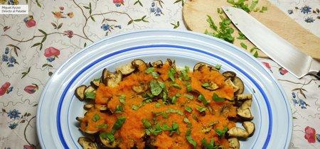 Berenjenas con pasta de tomate picante: receta vegetariana rápida y sana
