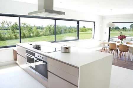 Puertas abiertas: una cocina de ensueño conectada con el exterior en ...