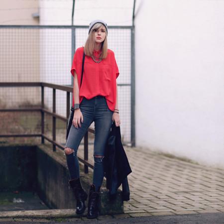 Los jeans se rompen por las rodillas, al menos así lo hacen las bloggers (y las marcas)
