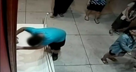 ¡Cuidado! Un niño rompe en un museo una pintura valorada en 1,5 millones de dólares