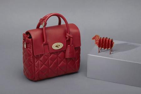 Para celebrar el nuevo año chino, Mulberry reinterpreta el bolso dedicado a Cara Delevingne