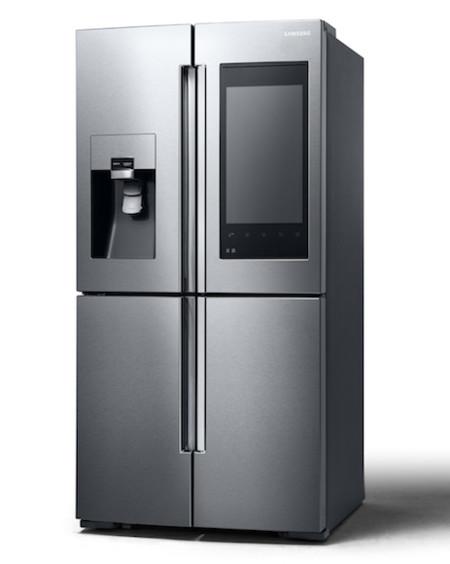 La mayor novedad de este nuevo refrigerador de Samsung es su enorme pantalla en el frontal