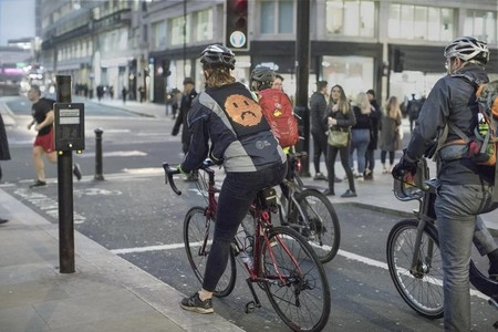 Ford Emoji Jacket Cyclists Drivers Communicate Safety Designboom 7