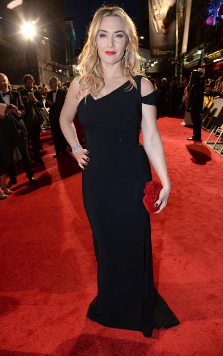Kate Winslet se suelta la melena y enfunda en un sobrio negro en los Bafta 2016