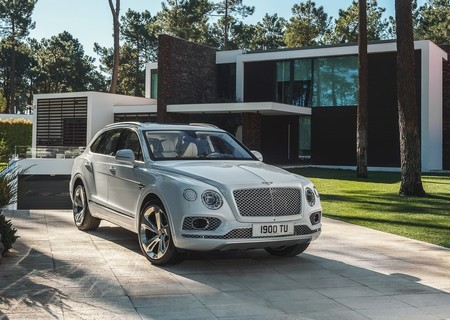 Bentley Bentayga Hybrid 2019 1024 03