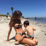 Una modelo embarazada de cinco meses revoluciona las redes con su no-barriga