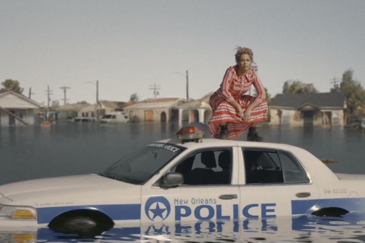 Foto de Vestuario de Beyoncé en Formation (2/21)