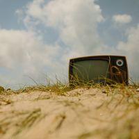 Nos merecemos una televisión pública que no esté llena de charlatanes