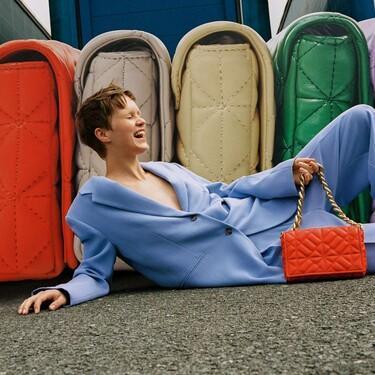 Zara ha decidido relanzar su famoso bolso de color verde y propone seis tonos más (igual de llamativos)