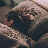 Para recuperar energía durante el día, ¿mejor una siesta larga o corta?