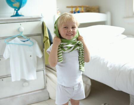 Niños que no se quieren vestir: ¿cómo dejar de tener esa batalla diaria?