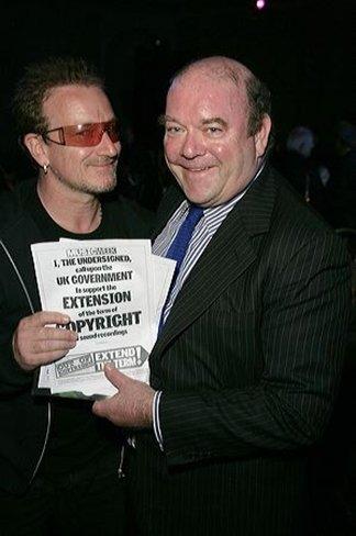 El representante de U2 acusa a Google de lucrarse con la piratería