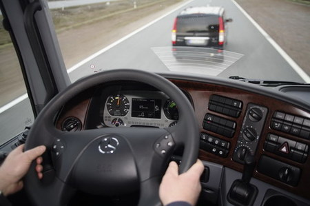 Sistemas de frenada de emergencia automática de Mercedes-Benz