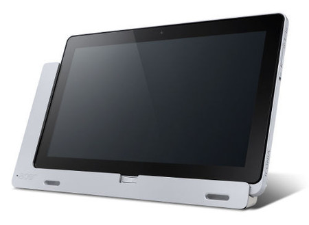 Acer Iconia W700 sobre base