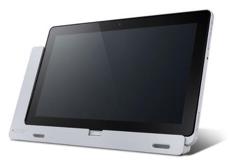 Acer Iconia W700 sobre base