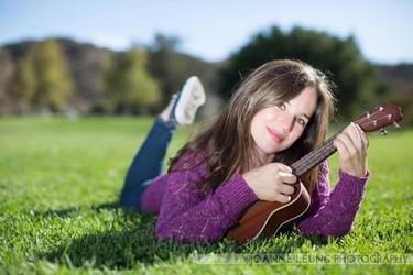 """Nathalia Palis cantante de música infantil: """"cuando escribo canciones me imagino a grandes y pequeños bailando con ellas"""""""