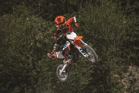 La nueva moto eléctrica de KTM es un juguete más ligero que la versión de combustión y cuesta 4.990 euros