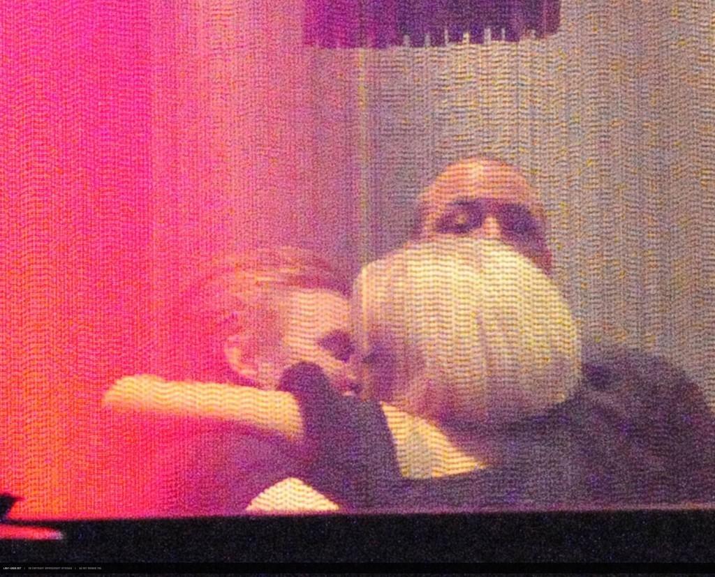 Foto de Lady Gaga besa a un hombre misterioso (2/6)