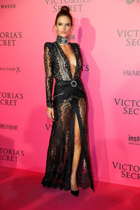 Victorias Secret Fiesta Posterior After Party Pink Carpet 2016 1