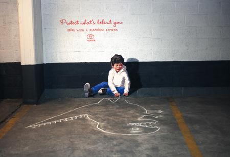 Protect what's behind you, arte callejero para concienciar sobre los ángulos muertos