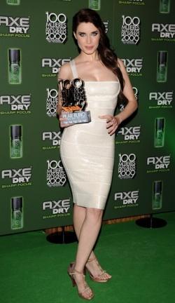 Pilar Rubio recibe el premio de FHM a la más sexy