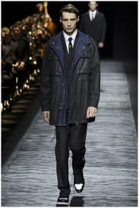 La etiqueta de Dior Homme no pasa desapercibida en la Semana de la Moda de París