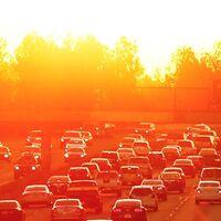 Carreteras frías para combatir cambio climático: un pavimento reflectante puede reducir hasta 6% los gases de efecto invernadero, según el MIT