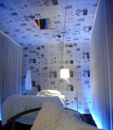 Papel de periódico en las paredes