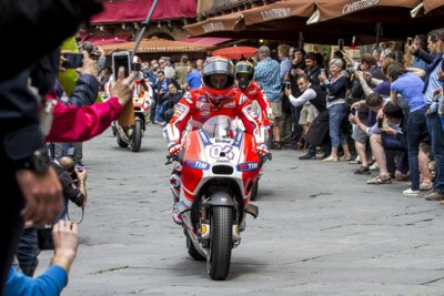 MotoGP Italia 2015: Niccolò Antonelli, Andrea Divizioso y Tito Rabat en cabeza bajo el sol toscano