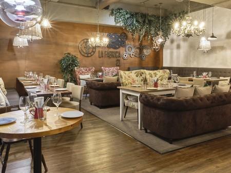 El restaurante La Fábrica 21 es un refugio ideal en mitad del asfalto con una deco muy especial