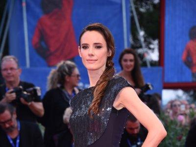 Unas espectacularmente guapas Natalie Portman y Pilar López de Ayala presentan Jackie en Venecia