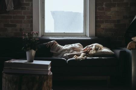 trasnochar-dormid-sofa-manana