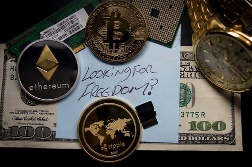 Cuál es la diferencia entre criptomoneda, moneda virtual y dinero digital